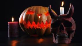 Halloween Abóbora, crânio, vela, bruxa Mudança do foco video estoque