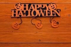 Halloween-achtergrond met decoratieve titel en pompoenen op orang-oetan Stock Afbeeldingen