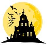 Halloween-Ansicht des Schlosses, des Mondes, der Schläger und des Hügels Schattenbildvektorillustration Stockfotografie