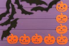 Halloween arrincona el marco con las siluetas y los palos del papel de la calabaza Fotos de archivo