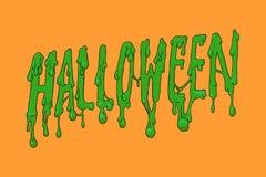 Halloween-Aufschrift auf orange Hintergrund Ein grimmiger Minireaper, der eine Sense anhält, steht auf einem Kalendertag, der glü Lizenzfreies Stockfoto