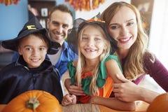 Halloween avec la famille Photo libre de droits