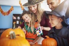 Halloween avec la famille Photographie stock libre de droits