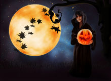 Halloween bakgrund med zombie-pojken Arkivfoto