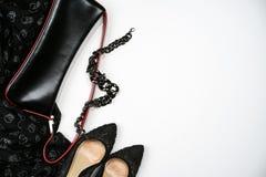 Halloween bawi się żeńskich inkasowych akcesoria czerni na białym tle, buty, płótno z czaszkami, biżuteria, torba Mieszkanie niea obraz royalty free