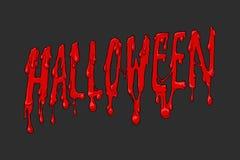 Halloween-Blutaufschrift auf dunklem Hintergrund Ein grimmiger Minireaper, der eine Sense anhält, steht auf einem Kalendertag, de Stockfotos
