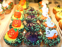 Halloween cakes. Scary Halloween cakes, this spiders, pumpkin faces and ghosts, on a tray Royalty Free Stock Images