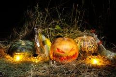 Halloween, calabazas y escobas Imagen de archivo libre de regalías