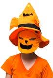 Halloween: Chłopiec bani maski częstowanie Lub sztuczka obrazy stock