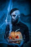 Halloween-concept met de jonge mens Stock Foto