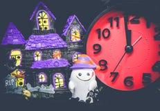 Halloween conta alla rovescia il giocattolo del fantasma delle zucche dell'orologio Immagini Stock Libere da Diritti