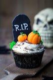 Halloween cupcake. Decorated with fondant pumpkins Royalty Free Stock Photos