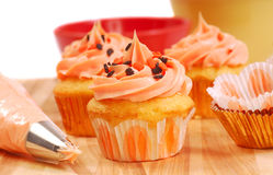 Halloween cupcakes being frosted Stock Images