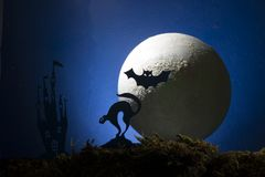 Halloween, czarownica na broomstick w tle księżyc Fotografia Royalty Free