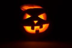 Halloween-de lantaarn van de pompoenhefboom op dark Royalty-vrije Stock Afbeeldingen