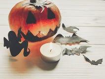 Halloween de pompoen van de hefboomlantaarn met de knuppels en de spin van het heksenspook Stock Fotografie