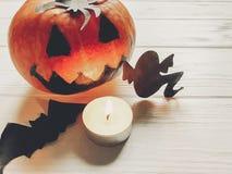 Halloween de pompoen van de hefboomlantaarn met de knuppels en de spin van het heksenspook Royalty-vrije Stock Afbeeldingen
