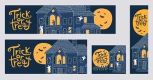 Halloween-de truc of behandelt Webbanners met griezelige huizen i Stock Foto's
