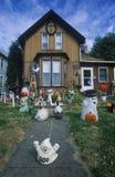 Halloween-Decoratie op Front Lawn van Huis, Savanne, Illinois Stock Foto's