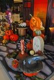 Halloween-Dekoration im Einkaufszentrum Stockbilder