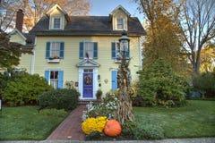 Halloween dekorował dom Zdjęcia Stock