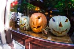 halloween dekorujący okno Zdjęcia Stock
