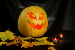 Halloween - Dyniowy lampion na czarnym tle Zdjęcia Stock