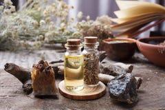 Halloween en geheim concept, magisch ritueel mystiek en homeopathisch stock afbeelding