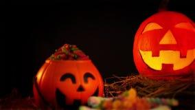 Halloween eng met steun animationHalloween met steunanimatie op zwarte bakcground stock videobeelden