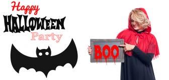 Halloween försäljning Lycklig kvinna i huv för ridning för halloween dräkt liten röd Royaltyfri Fotografi
