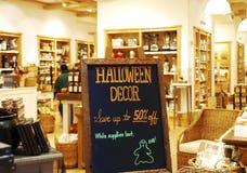Halloween försäljningstecken Royaltyfria Bilder