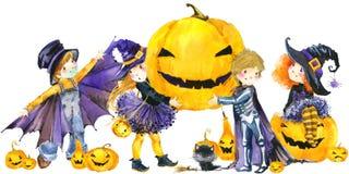 Halloween-Feiertagsfahne, Hexe des kleinen Mädchens, skeleton Junge, schwarze Katze, Vampirsjunge und Halloween-Kürbis Stockbild