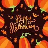 Halloween felice La calligrafia di tendenza Illustrazione con la zucca ed i pipistrelli arancio Royalty Illustrazione gratis
