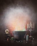 Halloween fortfarande-livstid bakgrund med olika element för en radda Fotografering för Bildbyråer