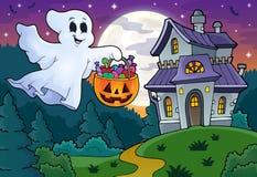 Halloween-Geist nahe Geisterhaus 1 Lizenzfreies Stockfoto