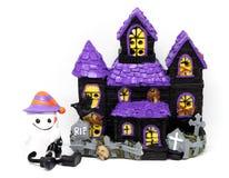 Halloween-Geisthaus lokalisiert auf Weiß vektor abbildung