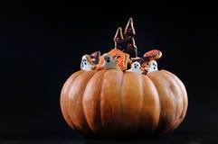 Halloween Gingerbreads&Pumpkin Photo stock