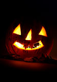Halloween.Glowing Kürbis in der Nacht Lizenzfreie Stockfotos