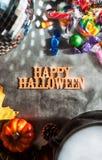 Halloween : Halloween heureux et Autumn Leaves Images libres de droits