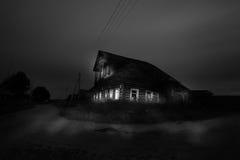 Halloween a hanté la maison avec des fantômes Images libres de droits