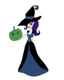 Halloween-heks die zich met pompoen bevinden Stock Foto