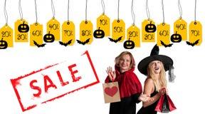 Halloween-het Winkelen Mooie meisjes in Halloween-kostuum Royalty-vrije Stock Foto