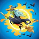 Halloween-Hexe auf Besenfliegen in der Nacht Stockfotos