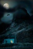 Halloween-Hintergrund mit altem Holzhaus Lizenzfreie Stockfotografie