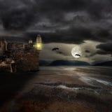 Halloween-Hintergrund mit alten Türmen Lizenzfreies Stockbild