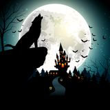 Halloween-Hintergrund mit dem Wolf auf Vollmond Lizenzfreie Stockbilder