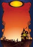 Halloween-Hintergrund mit Geisterhaus und Friedhof Stockbild