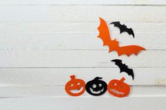 Halloween holiday background with Jack-o'-Lanterns and bats cu Stock Photography
