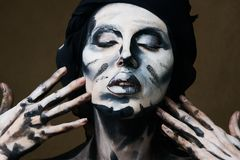 Halloween i Makeup temat Czarny i biały kobiety skóra obraz royalty free