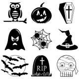 Halloween-Ikonen stellten in Schwarzweiss einschließlich Eule, Kürbis, Sarg mit Kreuz, Geist, Spinne auf Spinnennetz, Hexenhut mi Lizenzfreies Stockfoto